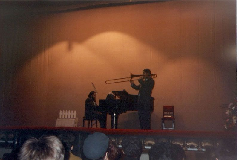 1991. Acompañando ao trombonista da ONE Enrique Ferrnado no Teatro Jofre de Ferrol