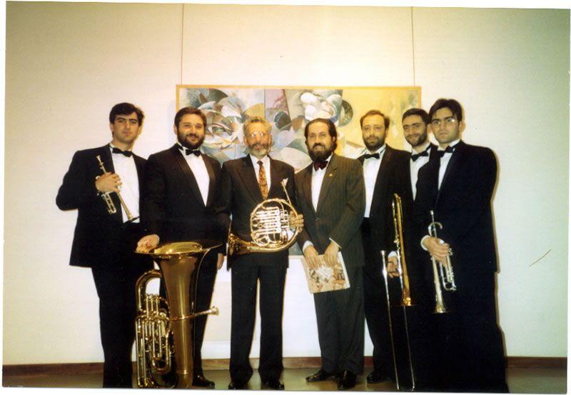 """1995. Co pintor Rafael Úbeda e o Quinteto de Metais Santa Cecilia (Javier Viceiro, Miguel Brea, Miguel Brotóns, Raúl Galán), logo da estrea de """"Juegos Tímbricos"""""""