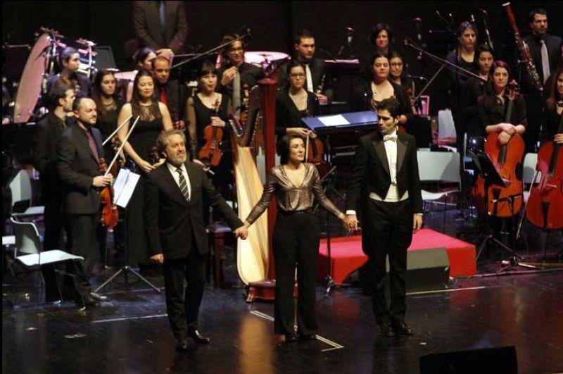 2015. Coa Orquestra Vigo 430, a arpista Alba Barreiro e o director Piero Lombardi, logo dal estrea de Pórtico da Illa de Monteagudo