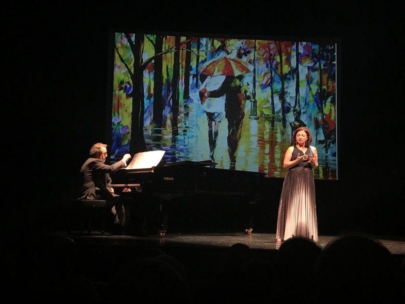 2017. Na acompaña de Cristina Gallardo-Domâs, no Teatro Principal de Ourense