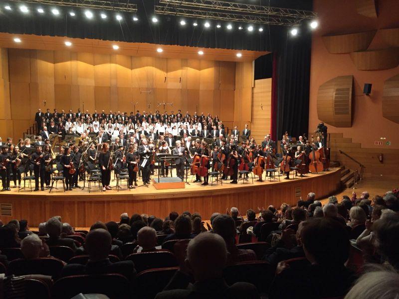2017. Na estrea de TROULA. Pazo da Ópera da Coruña. Coro e orquestra da OSG, coro de nenos, orquesta de nenos.